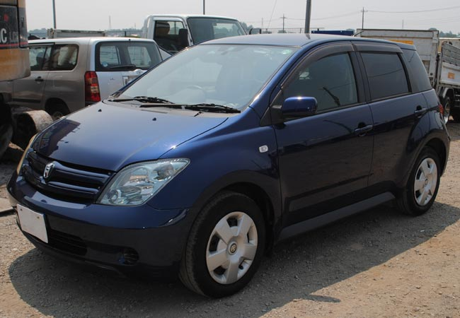 Used Toyota Ist Hatchbacks 2003 Model In Dark Blue Used