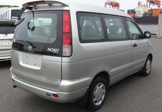Toyota Noah 1999 Image3