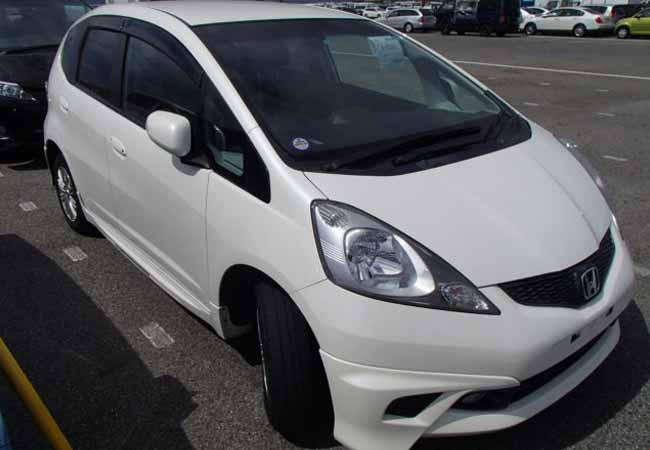 used honda fit hatchbacks 2010 model in white used cars. Black Bedroom Furniture Sets. Home Design Ideas