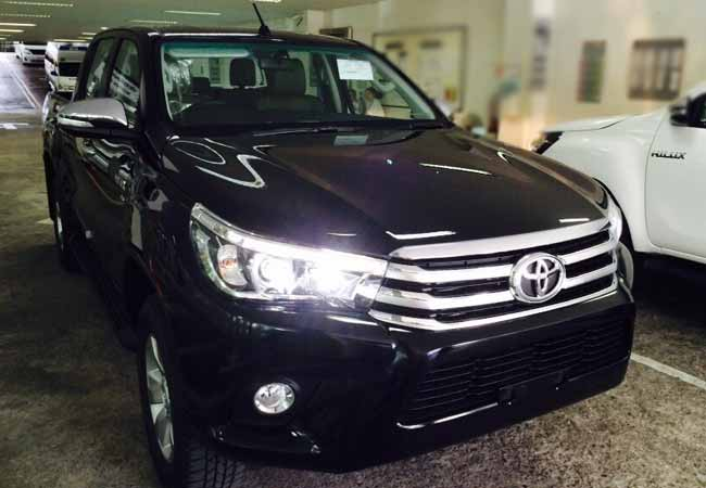 Toyota Hilux Revo Suv 4wd 2018 Model In Black Stock