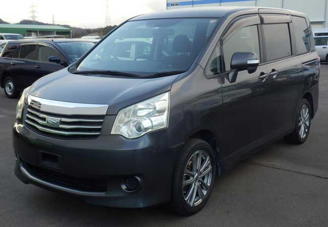 Toyota noah 2010 image4