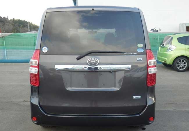 Toyota noah 2010 image5