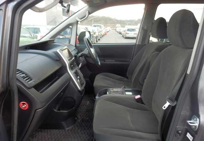 Toyota noah 2010 image11