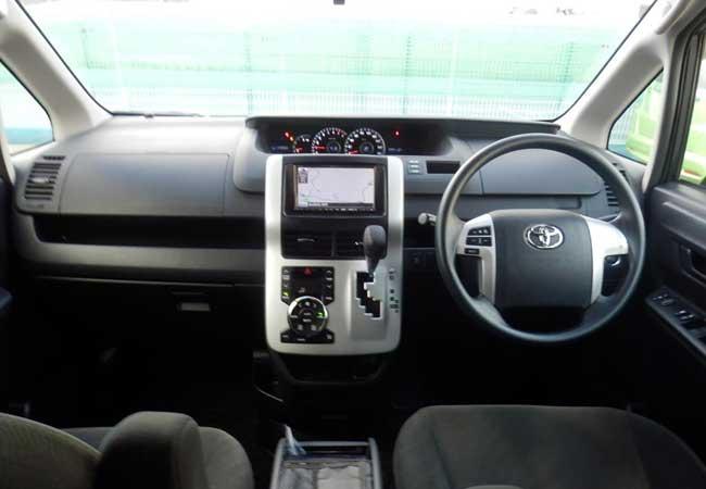 Toyota noah 2010 image12