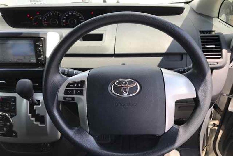 Toyota Voxy 61421 image8