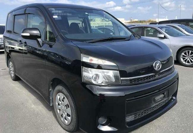 Toyota Voxy 64267