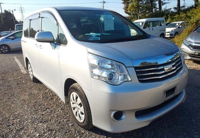 Toyota / Noah 2013