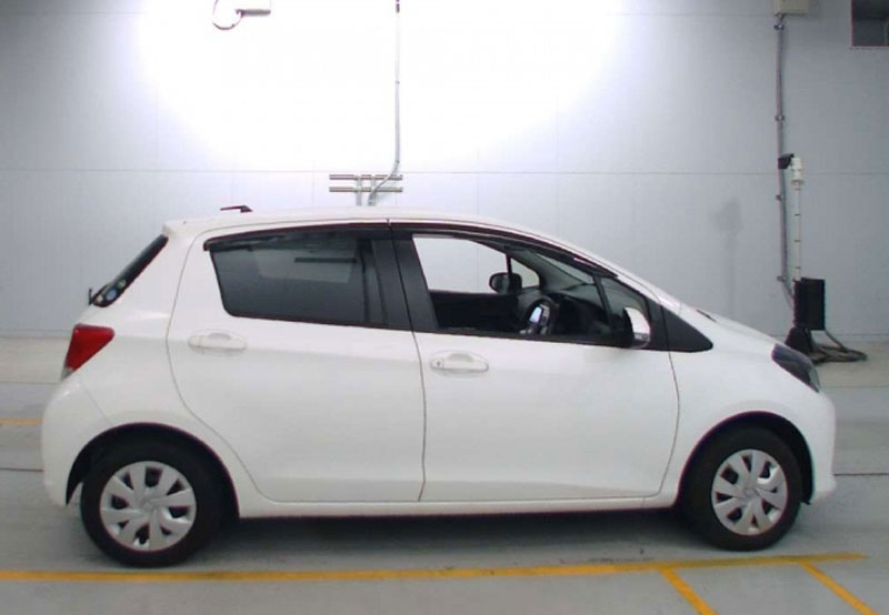 Toyota Vitz 64694
