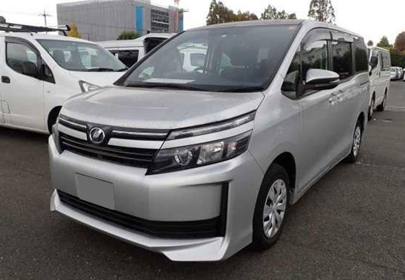 Toyota / Voxy 2015