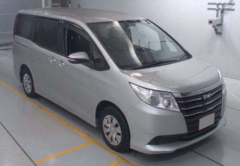 Toyota / Noah 2015