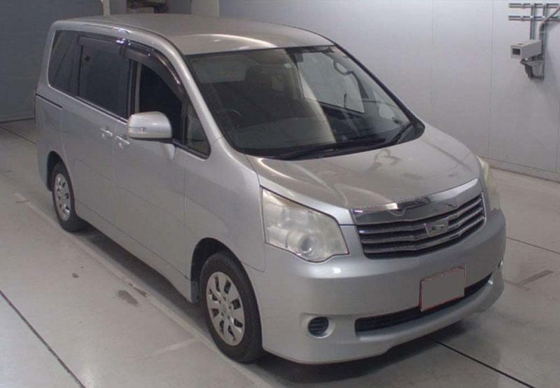 Toyota / Noah 2012