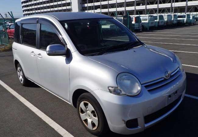 Toyota / Sienta 2010