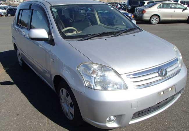 Toyota / RAUM  2010