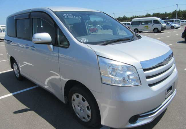 Toyota / Noah 2010