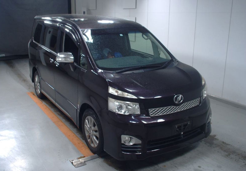 Toyota voxy 2012 Purple