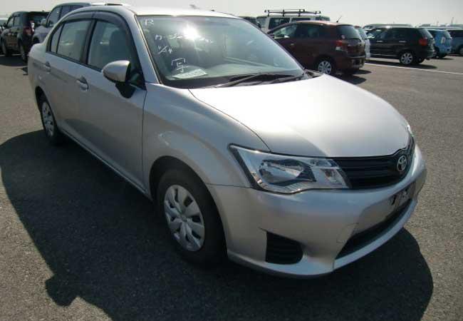 Toyota / Corolla Axio 2013