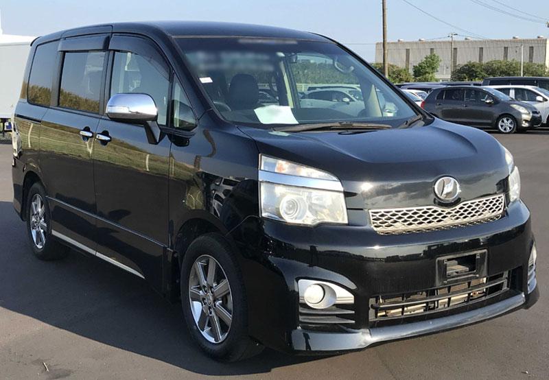 Toyota / Voxy 2013