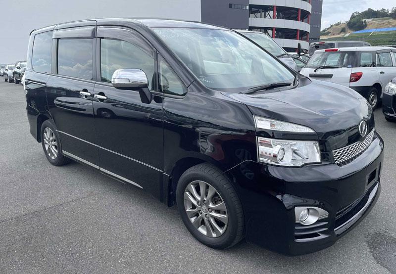 Toyota / Voxy 2012
