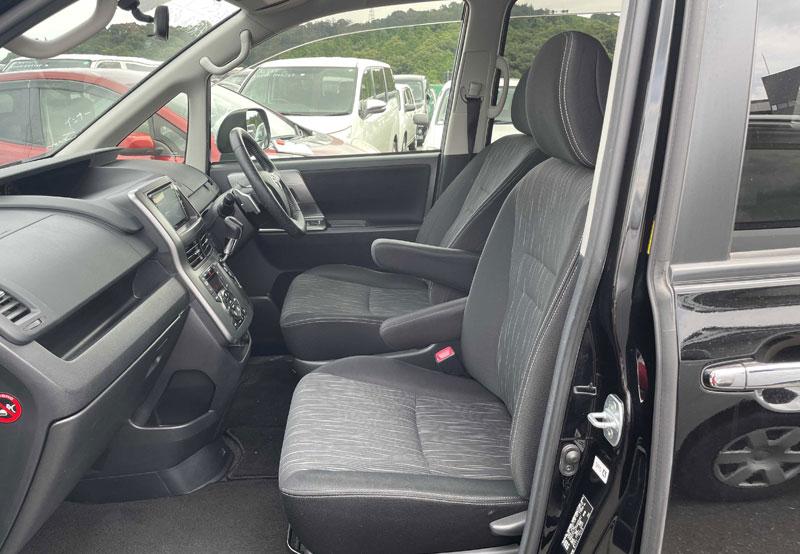 Toyota Voxy 65923