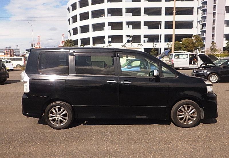 Toyota Voxy 65974
