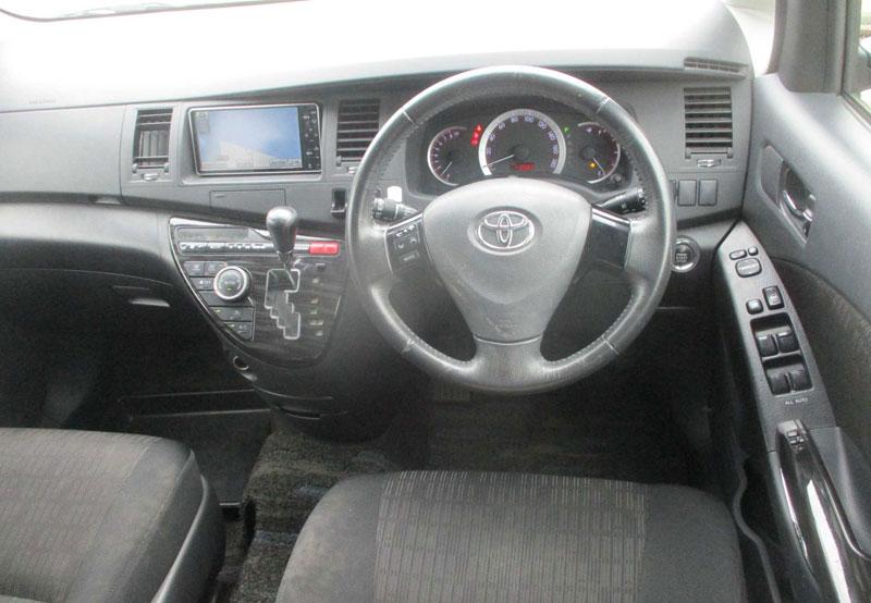 Toyota Isis 65978