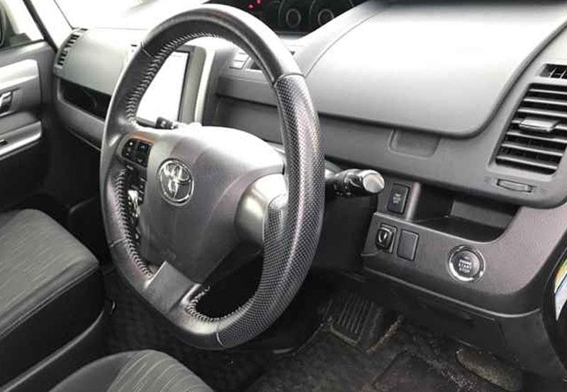 Toyota Voxy 66046