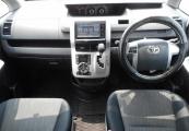 Toyota VOXY 61390 image9
