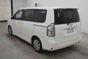 Toyota Voxy 61421 image2