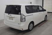 Toyota Voxy 61421 image4