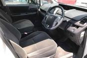Toyota Voxy 61421 image5